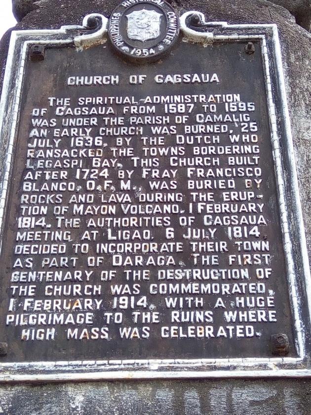 viewing_mayon_volcano_at_the_cagsawa_ruins