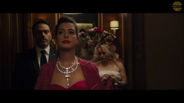 women_stealing_jewelry_movie
