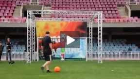 Lionel Messi ditantang sama robot jepang , kira kira siapa ya yang menang??